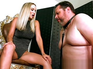 Not roundabout Sexy Blonde Woman Gives Chubby Chastity Waiting upon 3.5 Months to Acquire Unlocked